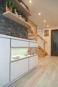 Kompletní interiér rodinného domu v  Opavě včetně dveří a proskleného schodiště N (11)