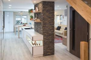 Kompletní interiér rodinného domu v  Opavě včetně dveří a proskleného schodiště N (6)