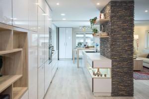 Kompletní interiér rodinného domu v  Opavě včetně dveří a proskleného schodiště N (7)