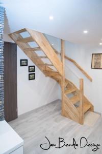 Realizace kompletního interiéru rodinného domu v Opavě včetně dveří a proskleného schodiště (10)