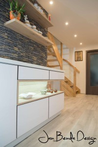 Realizace kompletního interiéru rodinného domu v Opavě včetně dveří a proskleného schodiště (11)