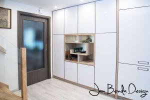 Realizace kompletního interiéru rodinného domu v Opavě včetně dveří a proskleného schodiště (9)