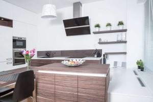 Realizace kuchyně Ostrava-podlaha a dveře původní-majitelé nechtěli měnit (3)