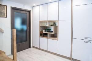 Kompletní interiér rodinného domu v  Opavě včetně dveří a proskleného schodiště N (9)