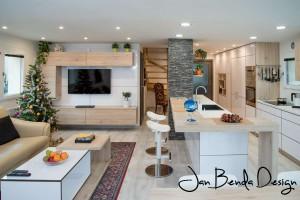 Realizace kompletního interiéru rodinného domu v Opavě včetně dveří a proskleného schodiště (1)