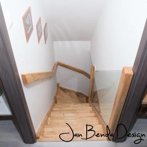 Realizace kompletního interiéru rodinného domu v Opavě včetně dveří a proskleného schodiště (15)