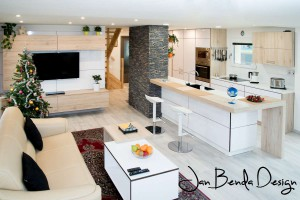 Realizace kompletního interiéru rodinného domu v Opavě včetně dveří a proskleného schodiště (3)